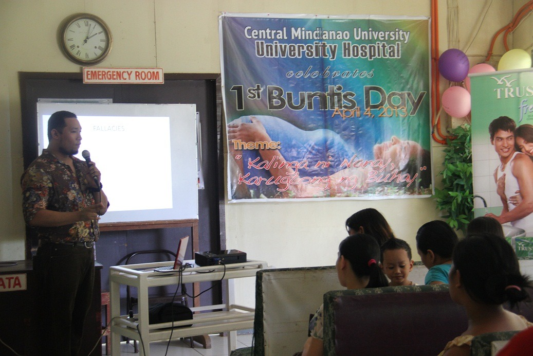 Dr. John Raymond Palmares gives lecture on pre-natal care.