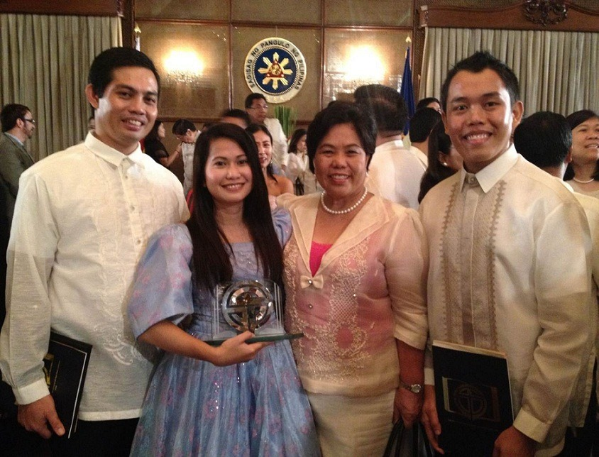 Ms. Janua Polinar, TOSP awardee with the CMU President, Dr. Maria Luisa R. Soliven; OSA Director, Dr. Alan P. Dargantes; and SSC President, Grant M. Amoncio