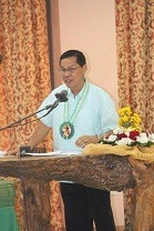 Mr. Raul Valmores deliver his commencement speech during the special course and TESDA short courses graduation